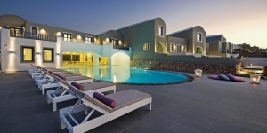Acroterra Rosa Luxury Suites
